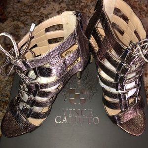 Beautiful Vince Camuto heels metallic gold